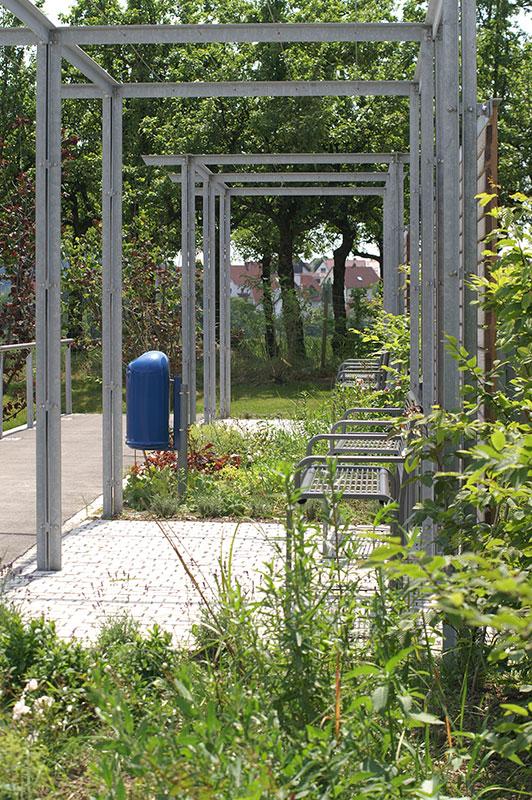Mehrgenerationenplatz Grünkraut, Bänke