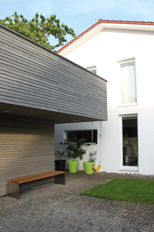Doppelgarage mit Lagerraum, Innenhof